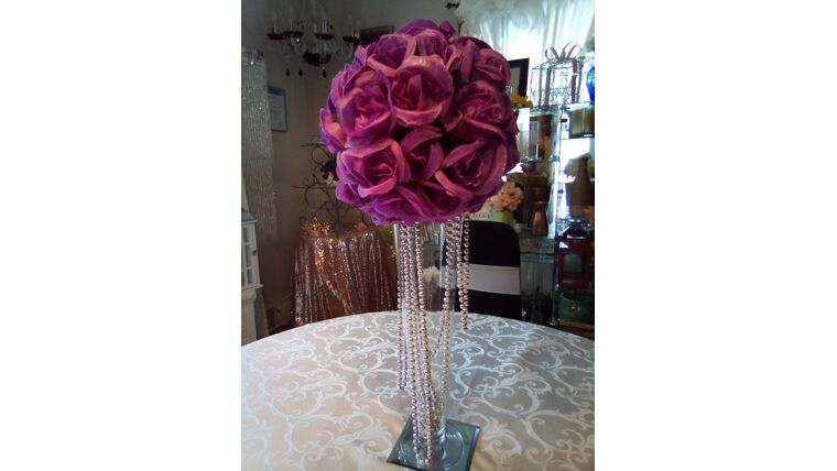 """Picture of a 18"""" Clear Fluted Vase w/Kissing Ball Beads Mirror"""