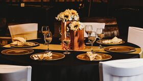 Image of a Black/Gold 8 Person Table Setting