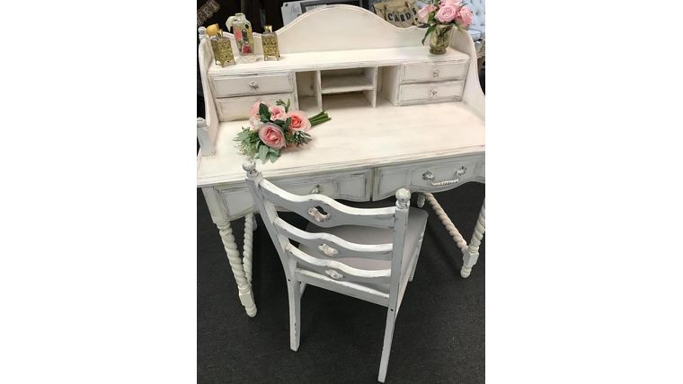 Picture of a Distressed Writing Desk & Chair