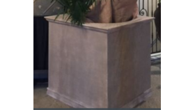 Image of a Pedestal-Wooden-Stucco Look