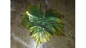 Image of a Green w/ Gold Sparkly Leaves