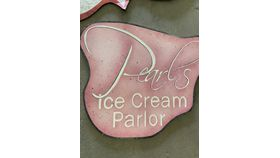 Image of a Sign-Pearl's Ice Cream Parlour