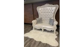Image of a White/white love seat