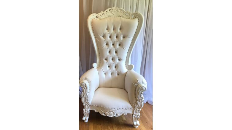 Picture of a 1 white/white throne chair