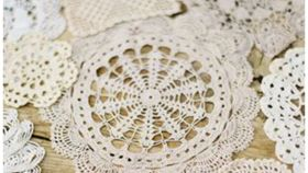 Image of a Accent, Crochet Lace Small