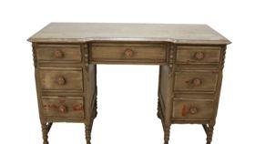Image of a Desk, Stella