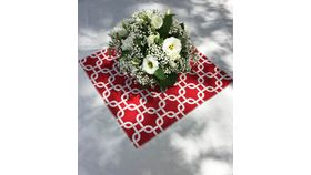"Image of a Links - Mini Topper - Red & White 20"" square"