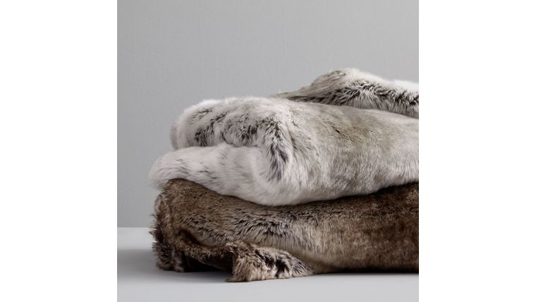 Picture of a Fur Throw Blanket