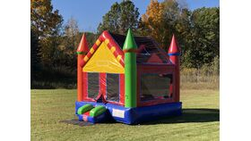 Image of a 14' x 14' Castle Bounce House