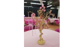 Image of a Gold Manzanita Tree with Crystals & Flowers Centerpieces