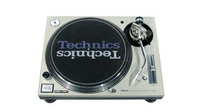 Image of a Technics SL-1200 M3D