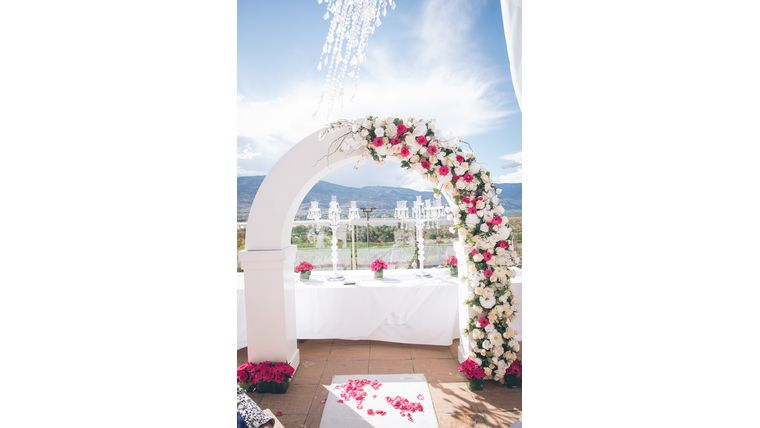 Picture of a ARCH - Curved White Arch