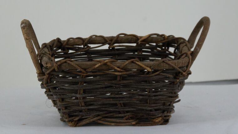 """Picture of a 4"""" Brown Wicker Handled Basket"""