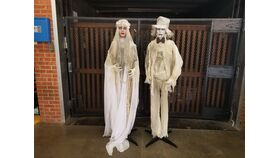 Image of a Bride and Groom statues (Set of 2)