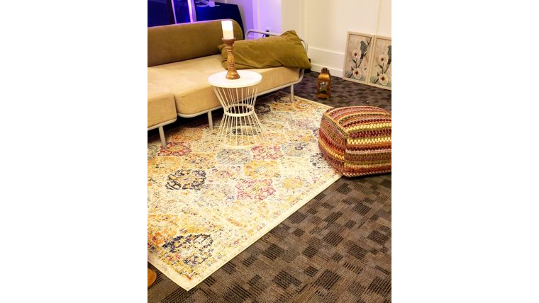 Picture of a 5' 7' Vintage Cream Patterned Rug