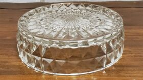 "Image of a 6"" Crystal Mini Cake Riser"