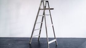 Image of a Ladder Antique Wood 6 Step