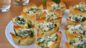 Image of a Spinach Artichoke Dip with wonton chips