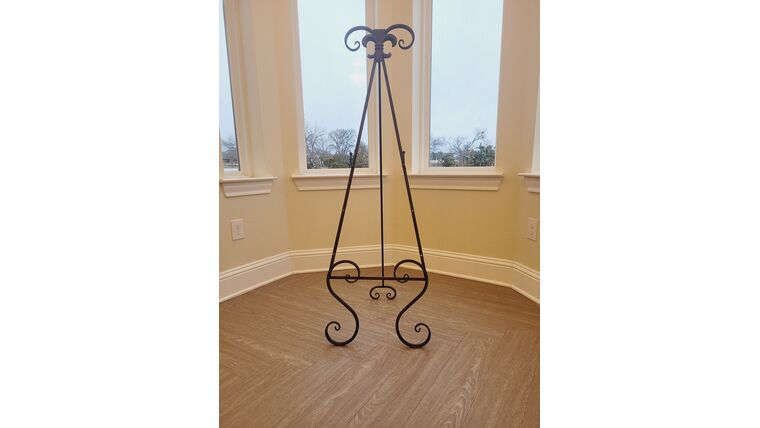 Picture of a Black Metal Floor Easel (#4)