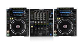 Image of a 2x CDJ-2000Nexus 2, 1x DJM-900Nexus 2